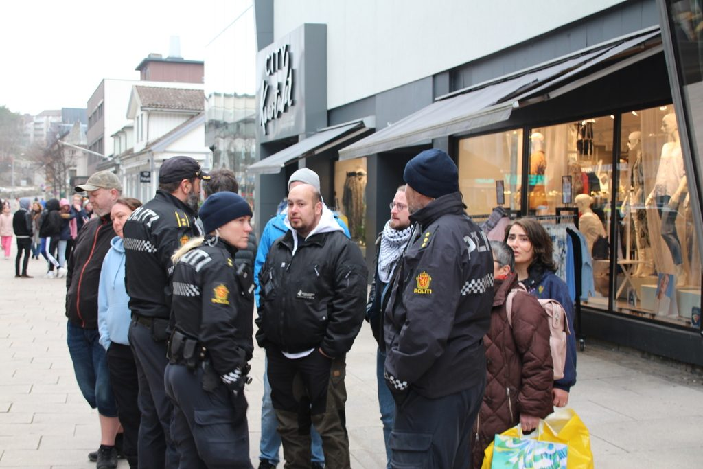Police and reds at a Nordic Resistance Movement activity in Fredrikstad