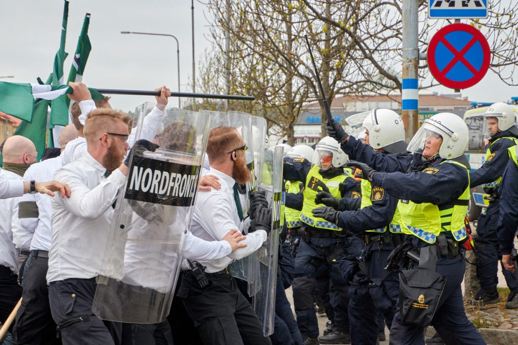Police attack the Nordic Resistance Movement 1 May demonstration in Kungalv